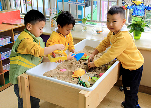 during play children are free to choose materials and playmates they like and they are very creative and attentive to support childrens learning - Children Images Free